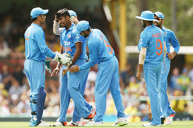 Jasprit Bumrah India celebrates a wicket with captain Mahendra Singh Dhoni and teammates