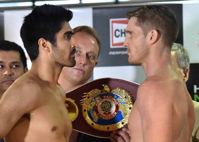 Vijender Singh and Kerry Hope face-off