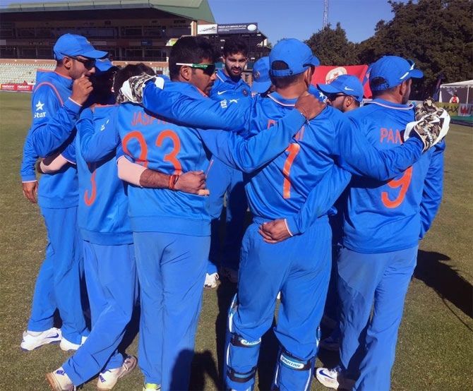 India's young player in a huddle