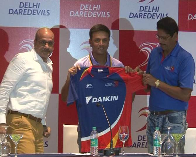 Rahul Dravid, centre, being unveiled as Delhi Daredevils mentor