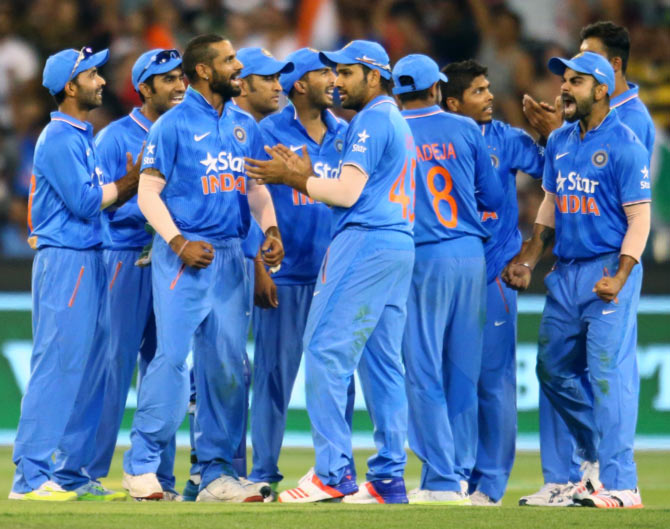 Indian players celebrates a wicket