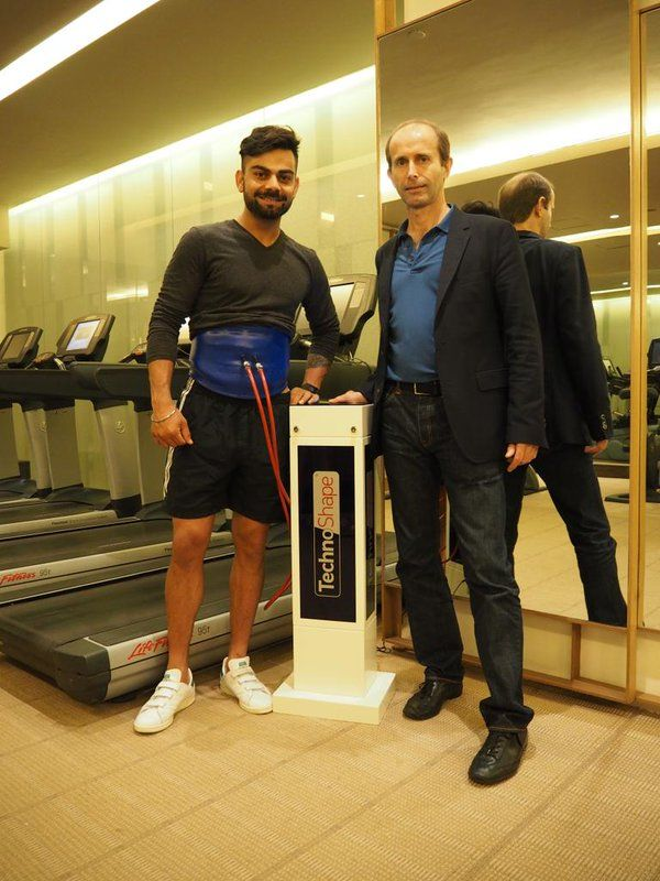 Virat Kohli with the Technosnapper, a gadget to burn fat.