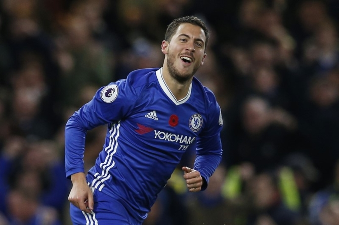 EPL PHOTOS: Five-star Chelsea destroy Everton; City held
