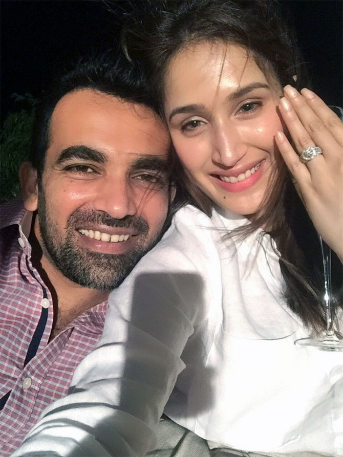 Zaheer gets engaged to 'Chak De India' star Sagarika
