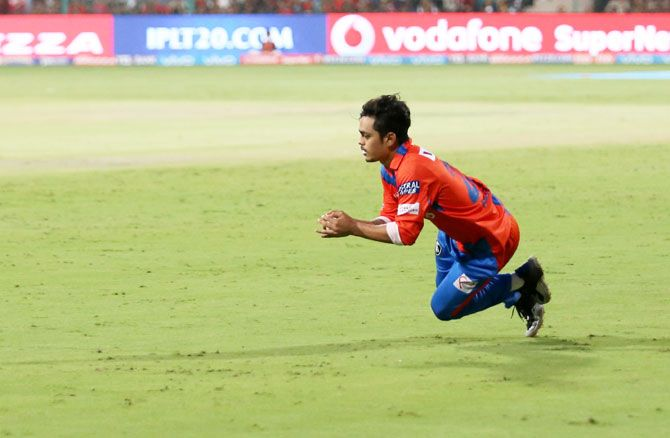 Ishan Kishan takes a blinder of a catch to dismiss RCB's Samuel Badree
