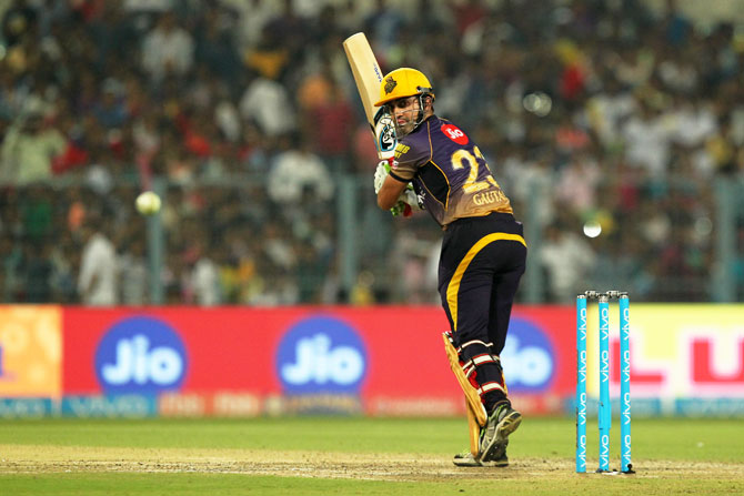 Knight Riders outplay Delhi Daredevils to inch closer to knock-outs