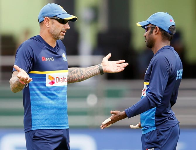 Sri Lanka coach Nic Pothas, left, speaks to captain Upul Tharanga