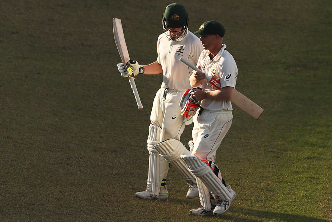 Warner and Smith keep Australia in the hunt against Bangladesh