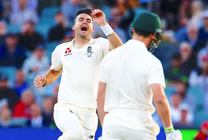 Starc reckons Aus can 'have England on the ropes in the night session'