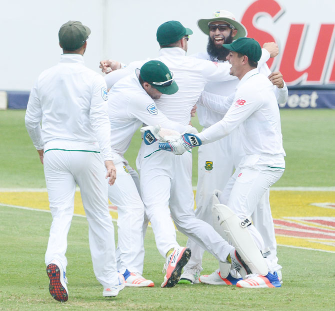 The South African team celebrate the great catch of captain Faf du Plessis to dismiss Sri Lanka's Angelo Mathews on Day 3 of the 3rd Test at Bidvest Wanderers Stadium in Johannesburg on Saturday