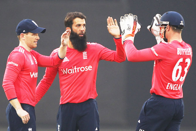 England's Moeen Ali celebrates with teammates after snaring the wicket of India captain Virat Kohli
