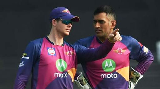 Rising Pune Supergiant captain Steve Smith discusses field setting with senior teammate Mahendra Singh Dhoni