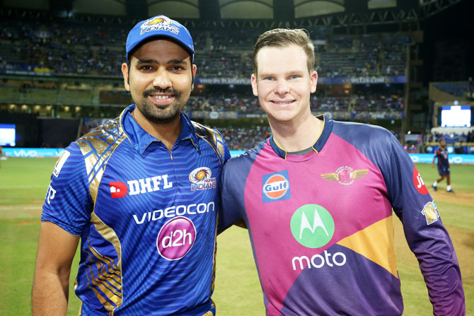 Mumbai Indian skipper Rohit Sharma with Rising Pune Supergiant captain Steve Smith