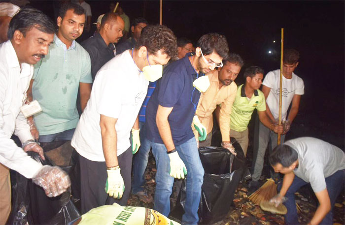 Sachin Tendulkar and Aaditya Thackeray teamed up with volunteers and worked late into the night