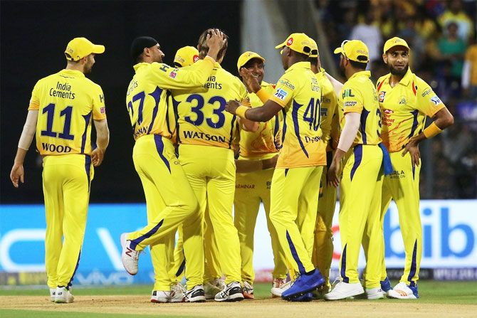 CSK players celebrate with Shane Watson after picking a wicket