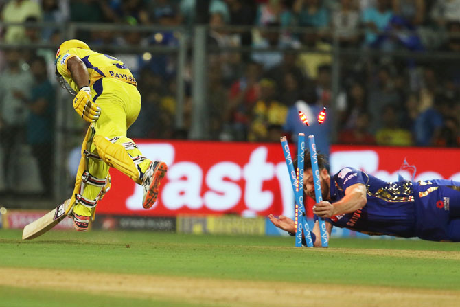 MI's Mitchell McCleneghan unsuccessfully attempts to run out CSK's Ambati Rayudu