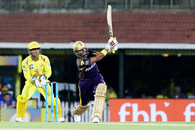 KKR's Robin Uthappa goes after the bowling