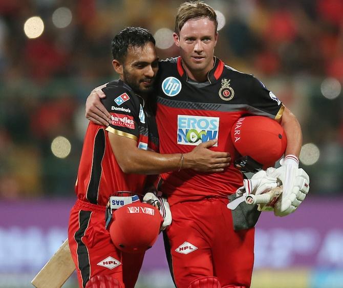 AB de Villiers powers RCB to six-wicket win over Delhi