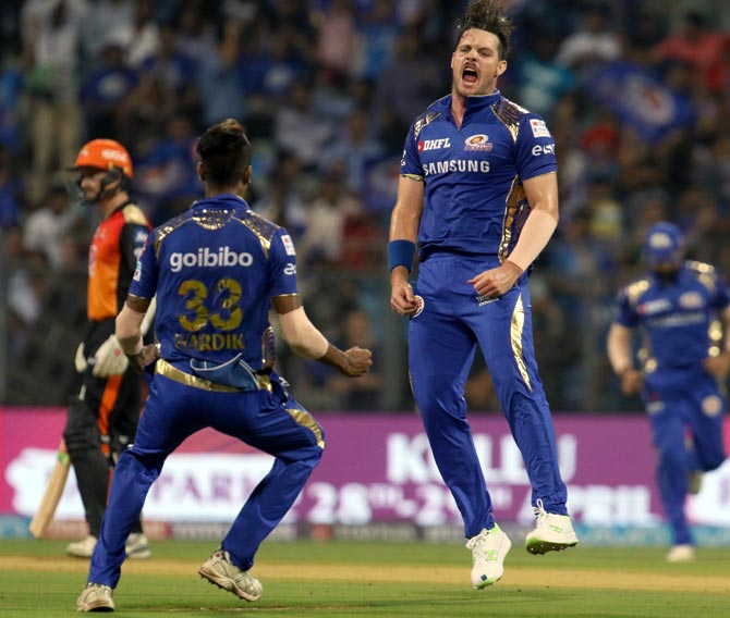 Mitchell McClenaghan celebrate the wicket of Shikhar Dhawan