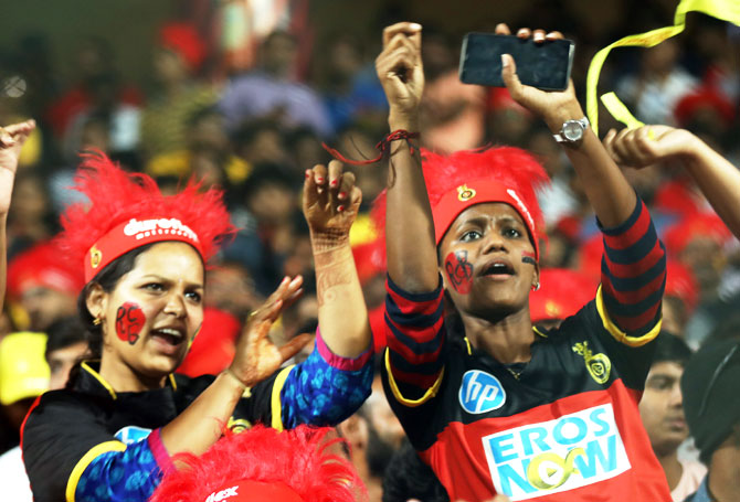 RCB fans do the Mexican wave