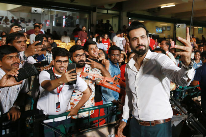 Former Indian Cricketer Irfan Pathan takes selfie with fans