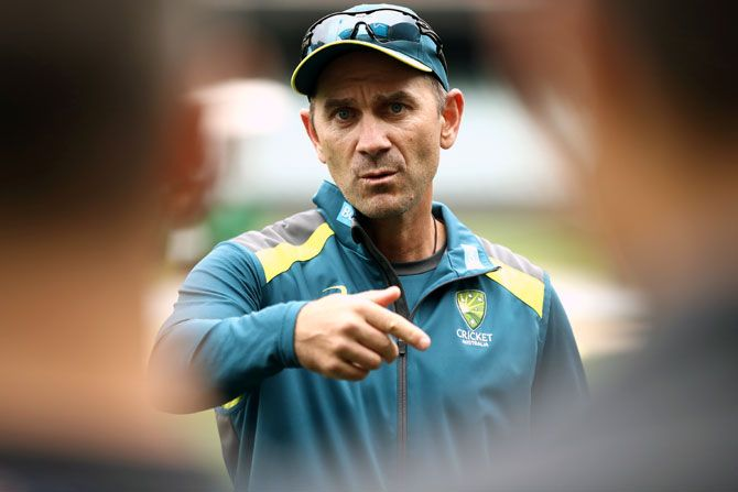 """Australia Head Coach Justin Langer urged the board and the players union to thrash out their differences behind """"closed doors""""."""