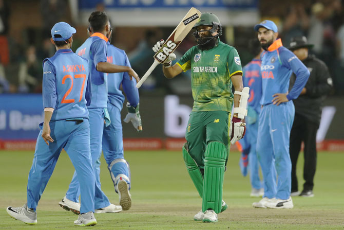 Hashim Amla acknowledges the crowd on completing his half century
