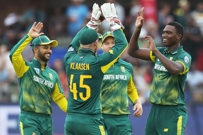 Lungi Ngidi (right) celebrates with teammates on claiming the wicket of Hardik Pandya
