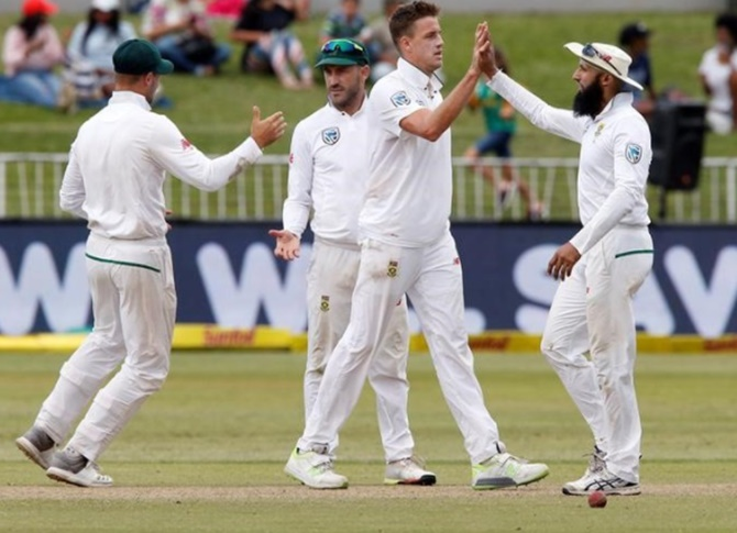 PHOTOS: Australia remain on top but Morkel cuts through tail