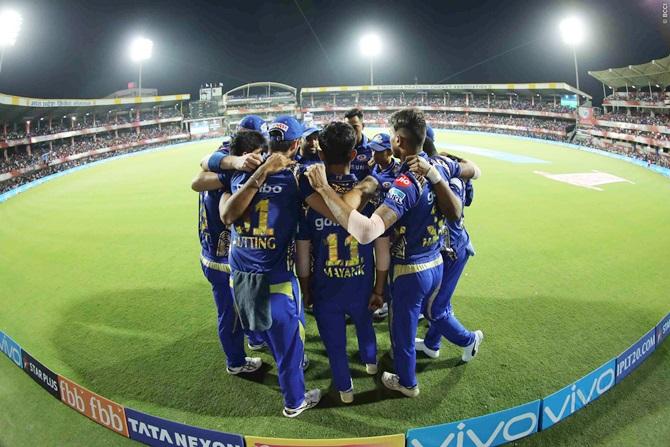 Mumbai face tricky Kolkata test to stay afloat