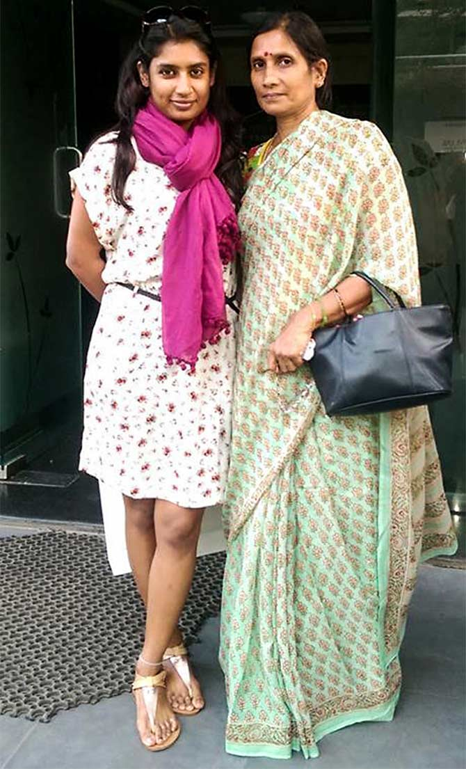 Mithali Raj and her mother Leela Raj. Photograph: Kind courtesy @mithaliraj