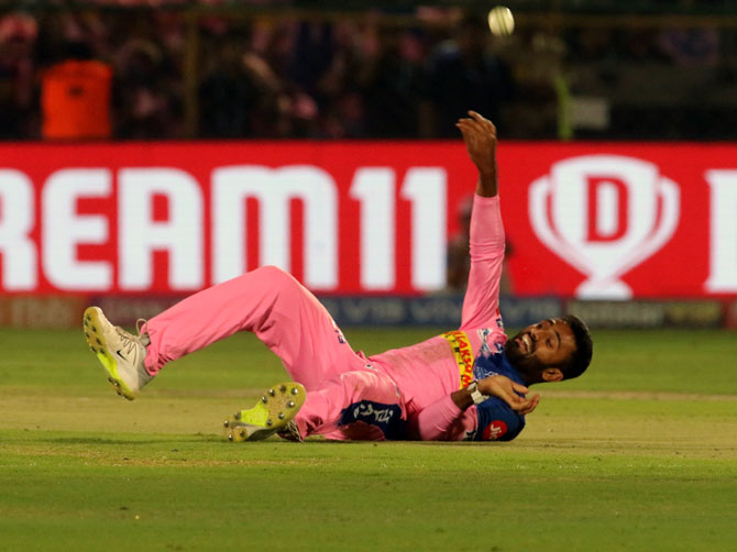 Shreyas Gopal takes the catch off his own bowling to dismiss AB de Villiers