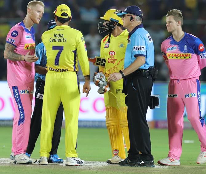 Dhoni has set wrong precedent with his 'bizarre' conduct