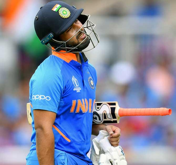 Yuvraj calls on captain Kohli to guide under-fire Pant