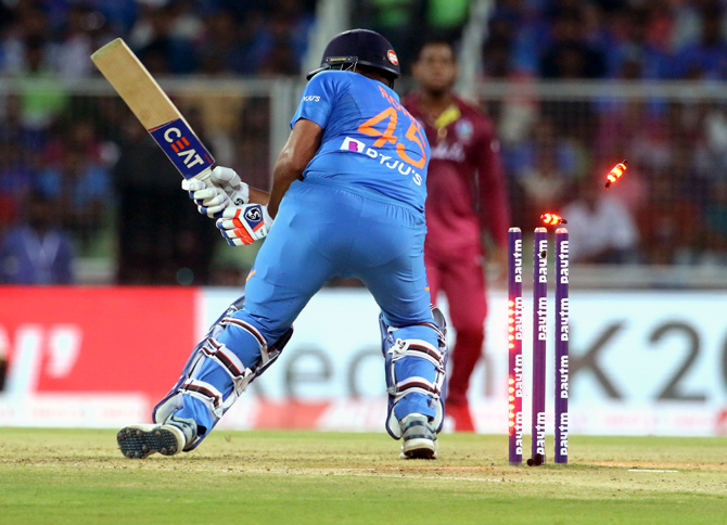 Where did India slip-up in the 2nd T20I?