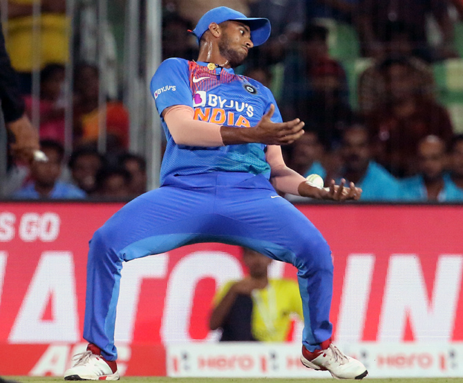 Washington Sundar drops the Lendl Simmons's catch off the bowling of Bhuvneshwar Kumar.