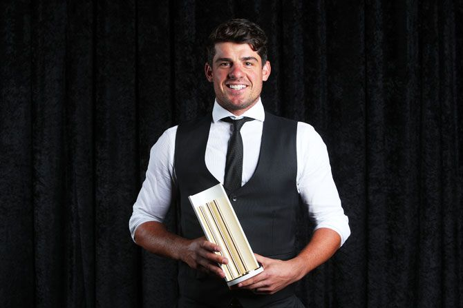 Moises Henriques poses with the Community Champion Award