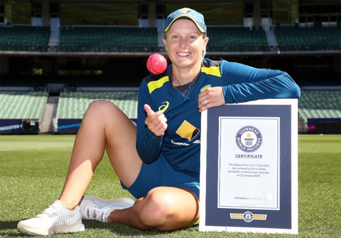 Rediff Sports - Cricket, Indian hockey, Tennis, Football, Chess, Golf - WATCH: Alyssa Healy breaks World record for highest catch
