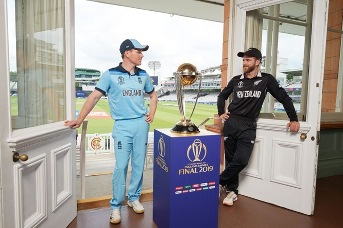 Eoin Morgan and Kane Williamson pose with the ICC World Cup Trophy on the eve of the final, at Lord's