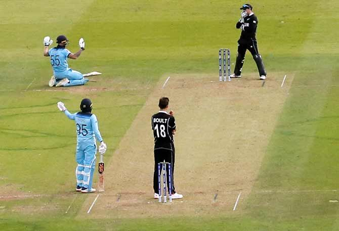 Ben Stokes apologises after Martin Guptill's throw from deep midwicket ricocheted off his bat and flew to the boundary for a total of six overthrows