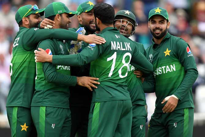 Pakistan PM Imran clears cricket team's England tour