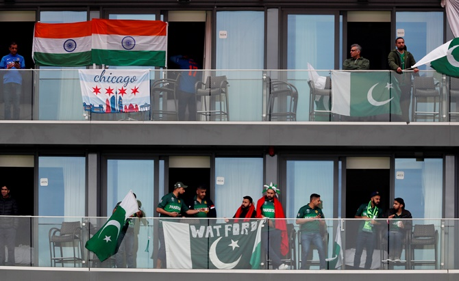 Pak fans turn to humour to get over World Cup humbling