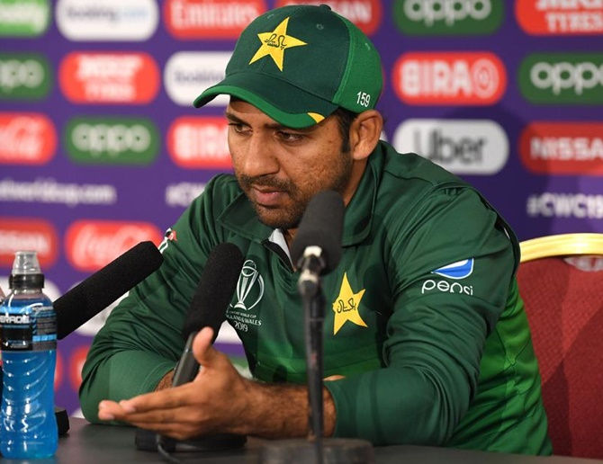Former players slam PCB for sacking Sarfaraz