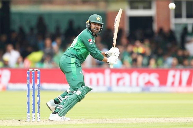 Waqar hails Pakistan's 'fearless cricket'