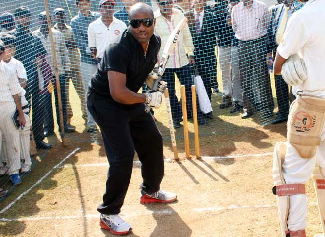 Brian Lara admitted to Mumbai hospital
