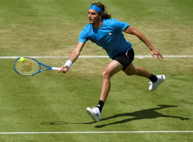 Tsitsipas faces steep learning curve at Wimbledon