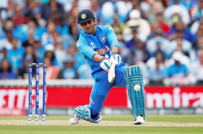 'Don't compare Dhoni with Kohli on strike rate'