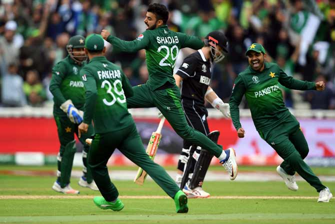Pakistan players celebrate the dismissal of Kane Williamson