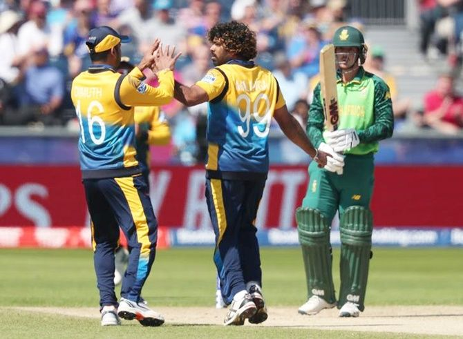 Lasith Malinga celebrates taking the wicket of Quinton de Kock.