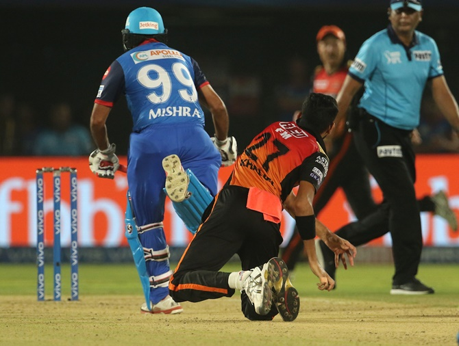 Amit Mishra comes in the way of Khaleel Ahmed's throw.